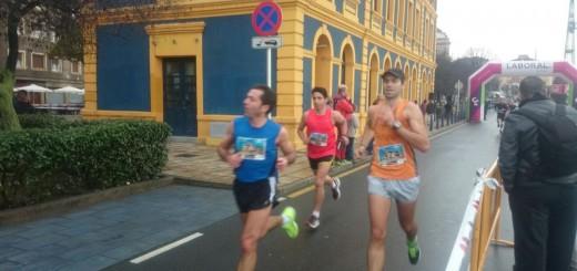 Gorka Viteri volando por las calles de Portu